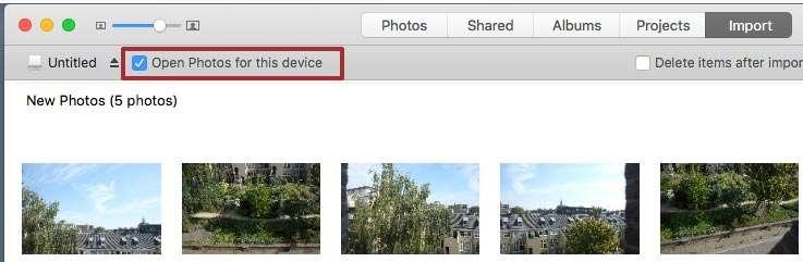 In het import-venster bij de Photos-app zit bovenaan een vakje, dat standaard aangevinkt staat: 'Open Photos for this device'. Als je dat uitzet ben je ook klaar.