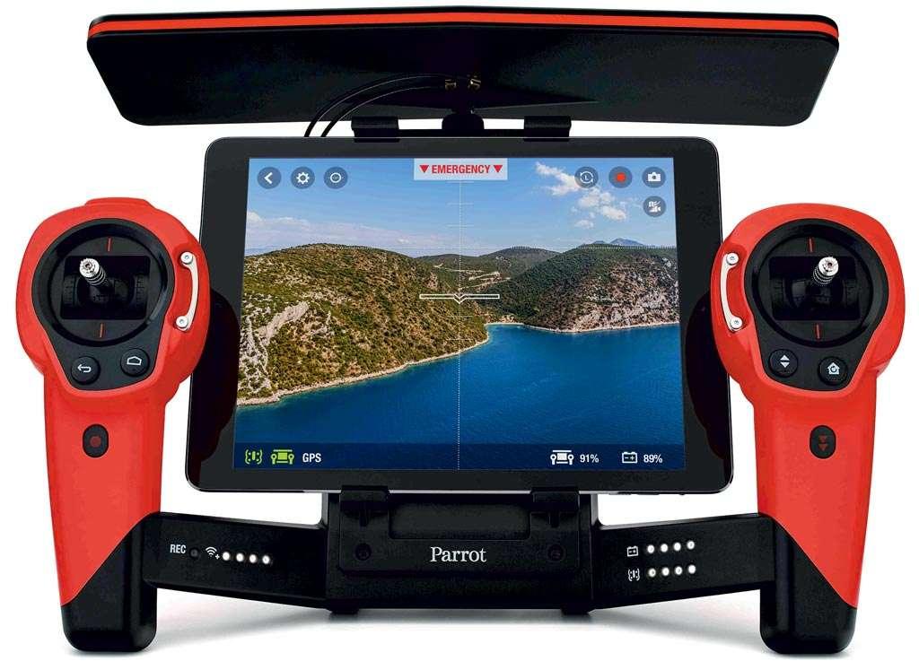 De Parrot Skycontroller (optioneel te koop bij de Bebop drone) biedt ruimte voor een tablet als FPV-display. Bron: Parrot.