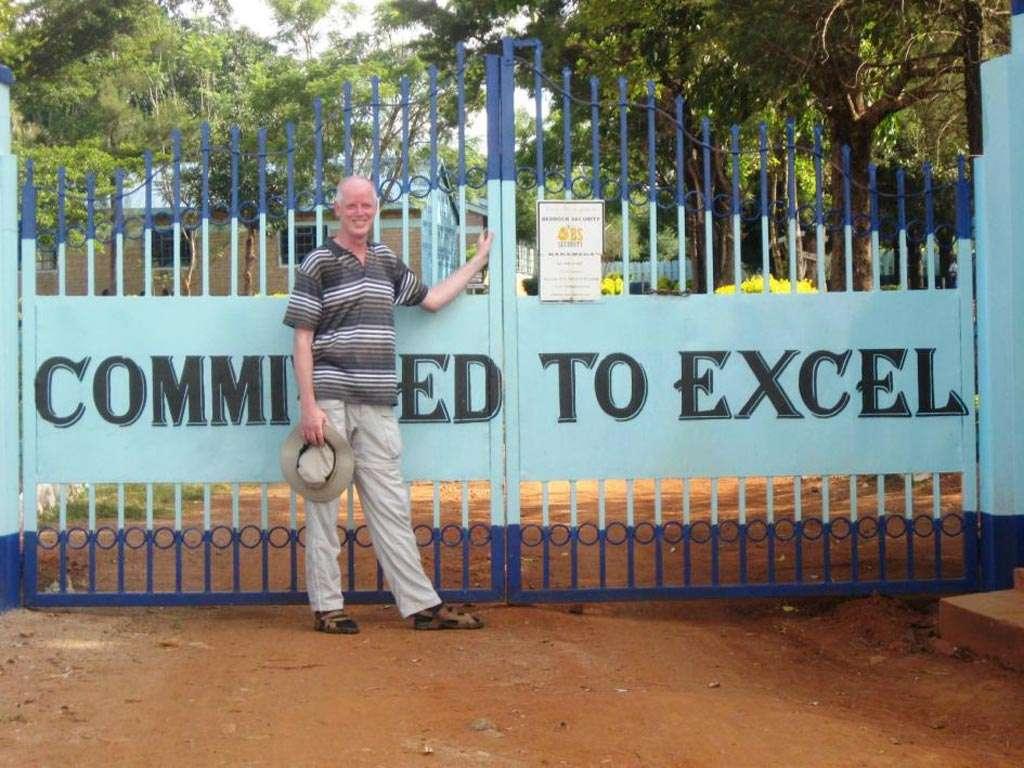 Het motto 'Committed to Excel' kwam ik tegen op een reis in Kenia. Daar heeft iedere school zijn eigen motto en bij deze school stond op het hek: 'Committed to excel'. Voor hen betekent dit: bevlogen om uit te blinken, voor mij betekent het: verslingerd aan Excel!