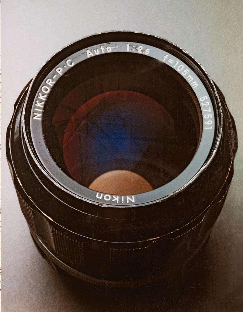 De Nikkor 105mm (reproductie van Cibachrome-afdruk, oorspronkelijke opname 1/4 s f/16, 55 mm macro-objectief, Kodak Ektachrome T64).
