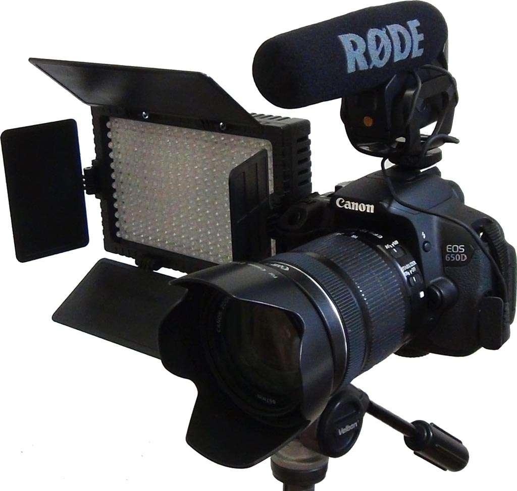 Een digitale spiegelreflexcamera opgetuigd als videocamera waarmee mooie video's zijn te maken.