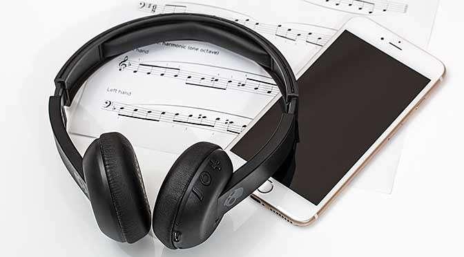 Let op de kwaliteit bij het streamen van muziek (bron afbeelding: https://pixabay.com/nl/hoofdtelefoon-oortelefoons-2789078/)