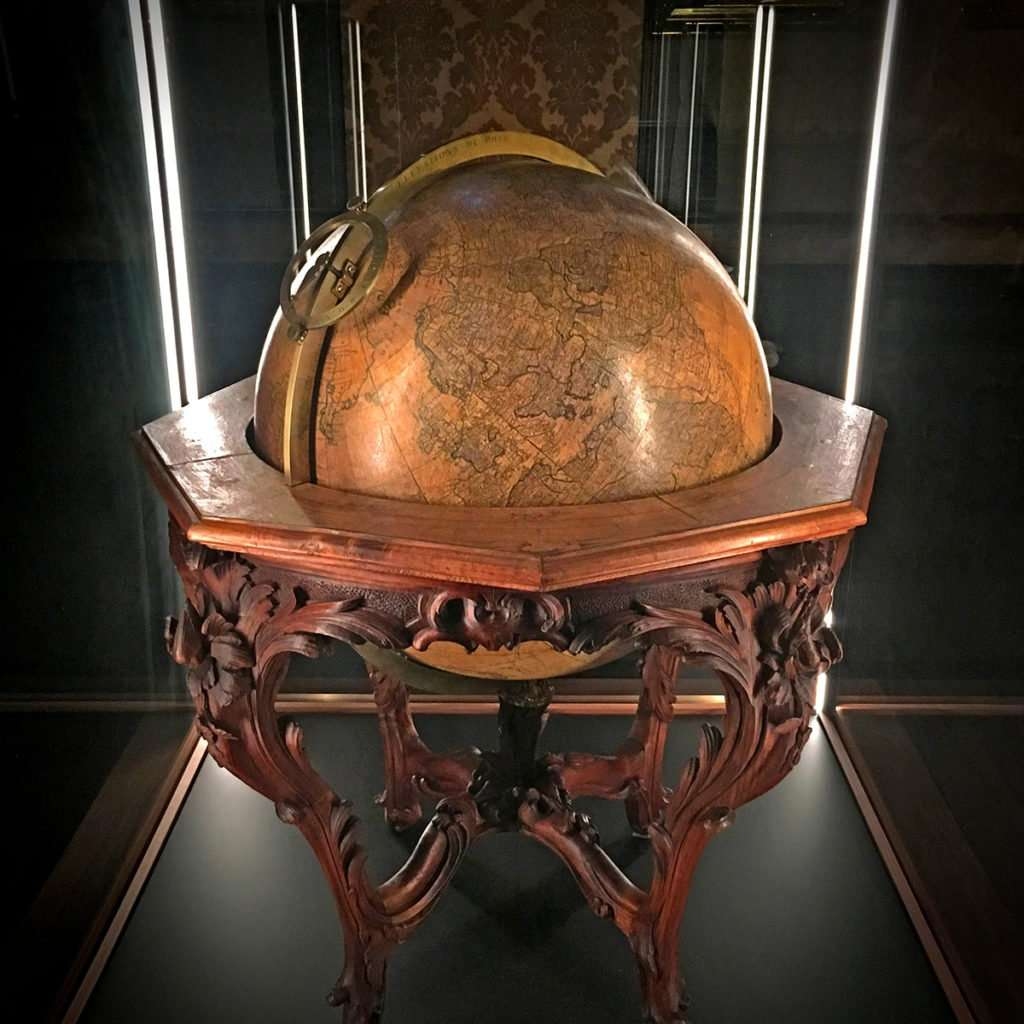 globe in Plantin Moretus